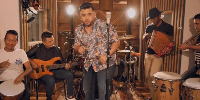 All-Stars-lanza-el sencillo Darte un beso revista guíame